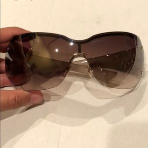 Gucci sunnies (used a few times)
